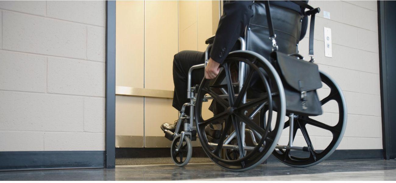 Douche pour handicap ooreka - Poignee de douche pour handicape ...